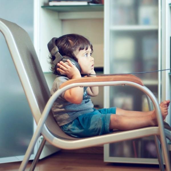 שירים על הספה – הרדיו הבינתחומי